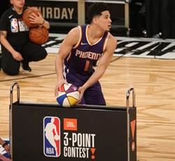 NBA》手部受傷開刀 太陽一哥布克新賽季報銷
