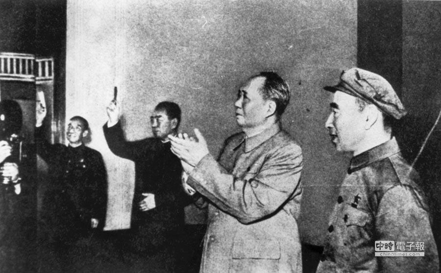 林彪(右)、毛澤東。(本報系資料照片)