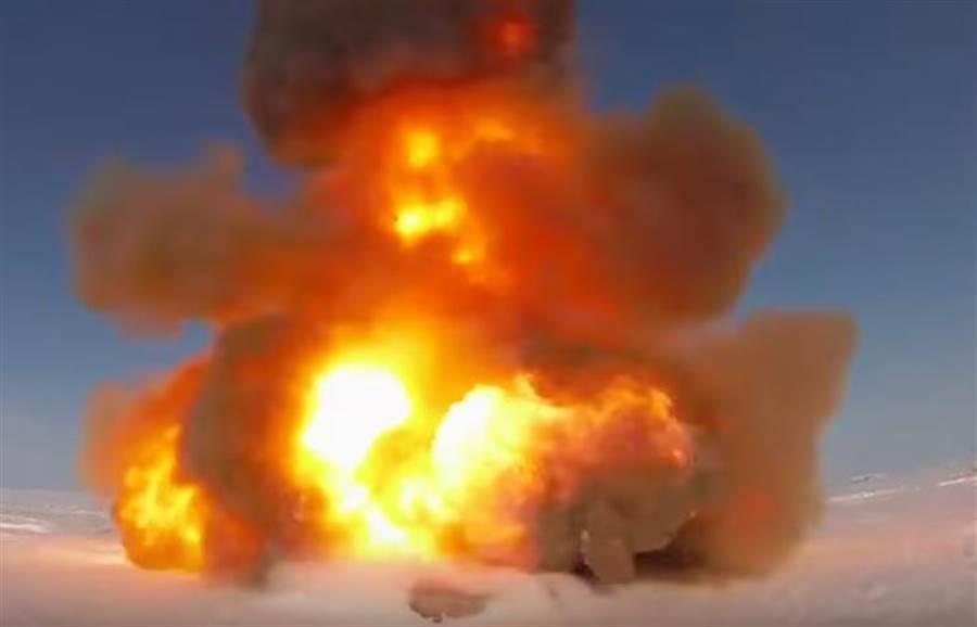 俄羅斯最近試射所謂的新型飛彈,但專家認為,這很可能是A-135反彈道飛彈的升級版。(俄羅斯國防部影片截圖)