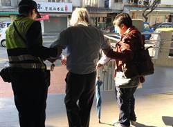 7旬翁騎單車洗腎迷路 台中暖警助返家團圓