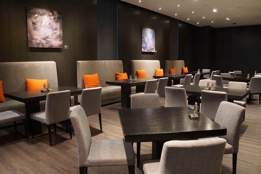 斥資千萬改裝升級的寒舍艾美酒店〈探索廚房〉自助餐廳,增加了20%的座位,且裝潢舒適優雅。(圖/姚舜攝)