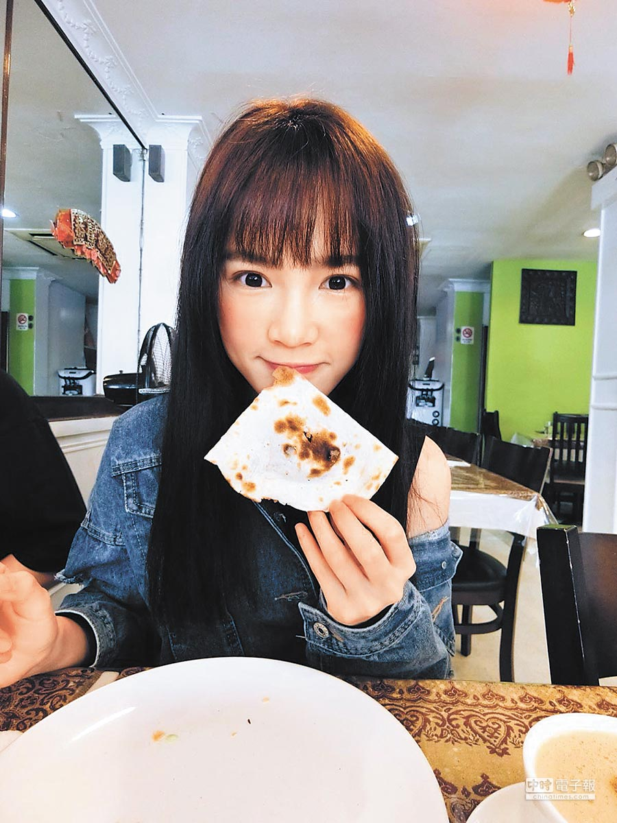 吳心緹日前遊新加坡大啖美味料理。
