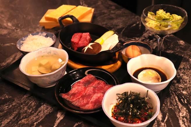 樂軒Urban商業午餐限定「肩小排套餐」,厚切牛肉在高溫鐵網上滋滋作響,售價980元+10%。(徐力剛攝)