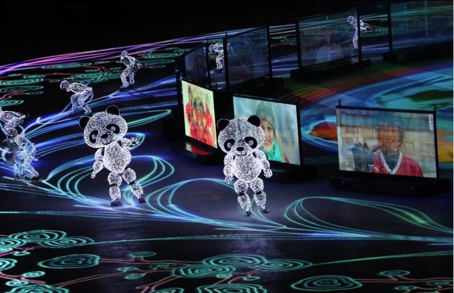 「北京八分鐘」閉幕表演具有科技感,相當酷炫。(圖/新華社)
