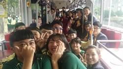 高雄跳蛙公車高餐大首發 學生大呼:好棒!