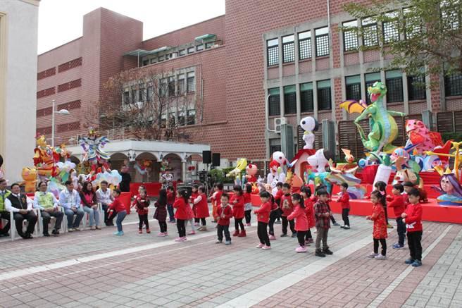 2018台灣彰化燈會在彰化藝術館登場,結合古蹟建築,點亮節慶和歷史的風華。(吳敏菁攝)