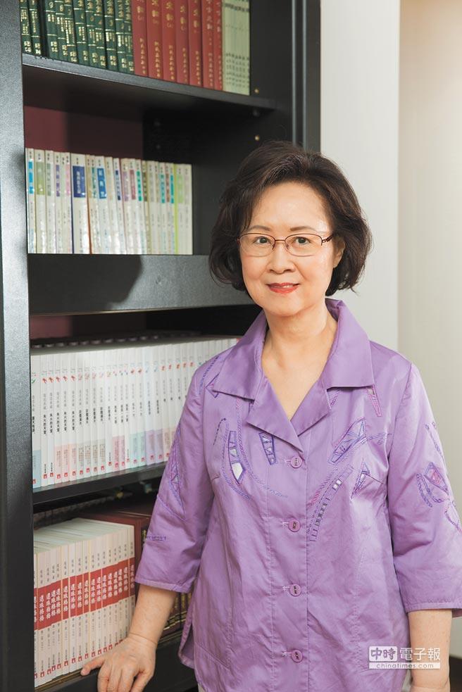 80高齡的愛情教主瓊瑤接受本報專訪,分享創作的心路歷程與對婚姻的看法。(瓊瑤提供)