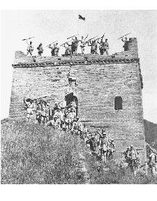 百團大戰中,八路軍攻克淶源縣日軍據點東團堡。(新華社)