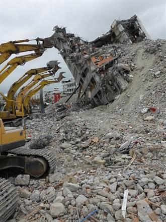 雲翠大樓倒塌案 檢疑建商疏失降耐震度聲請羈押