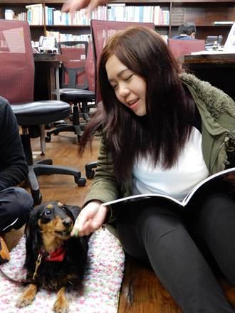 「狗老師」出任務  陪伴過動兒閱讀