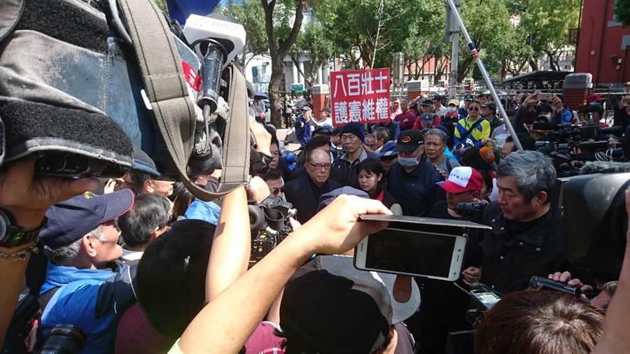 反年改團體今天在立法院前陳情。(謝明俊攝影)