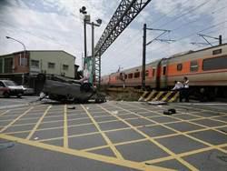 自強號撞上闖越小貨車 車體翻覆駕駛意識模糊送醫