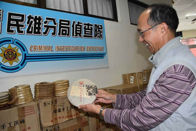 警方表示,嫌犯以一塊25元價格把偷來的老茶餅磚賣掉,有違市場行情。(呂妍庭攝)