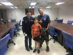 8歲紐西蘭男童走失 捷警協助送回父親懷中