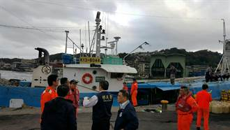 韓國漁船公海故障求救  基隆海巡戒護入港