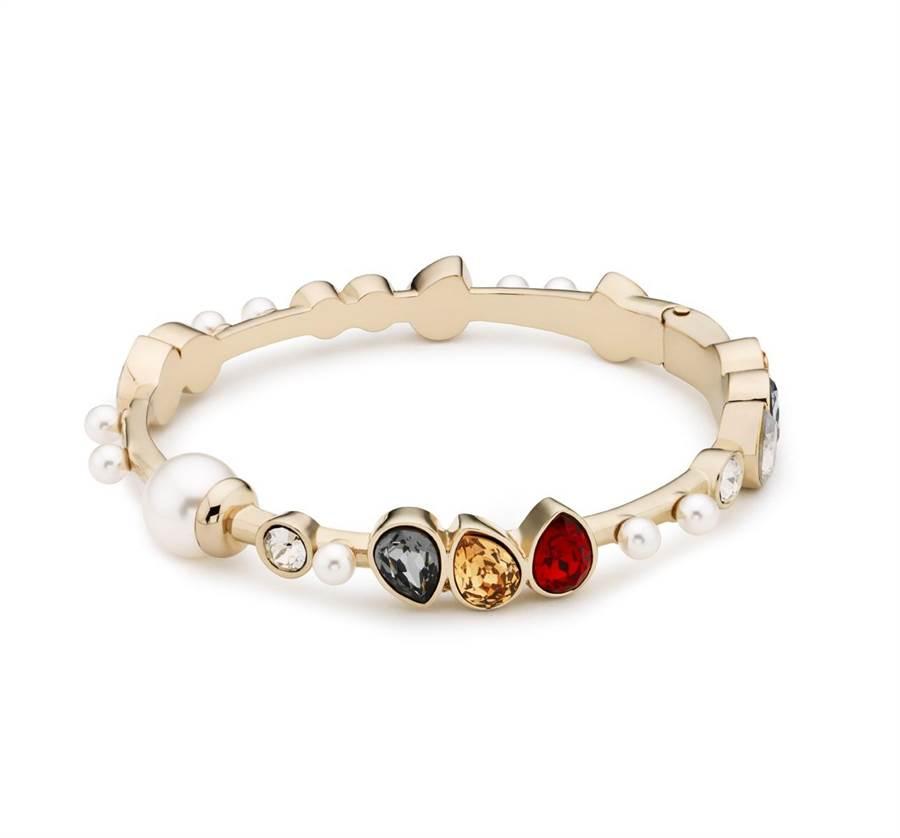 吳季剛為Atelier Swarovski設計的 Mosaic系列彩色水晶手環,1萬2900元。( Swarovski提供)