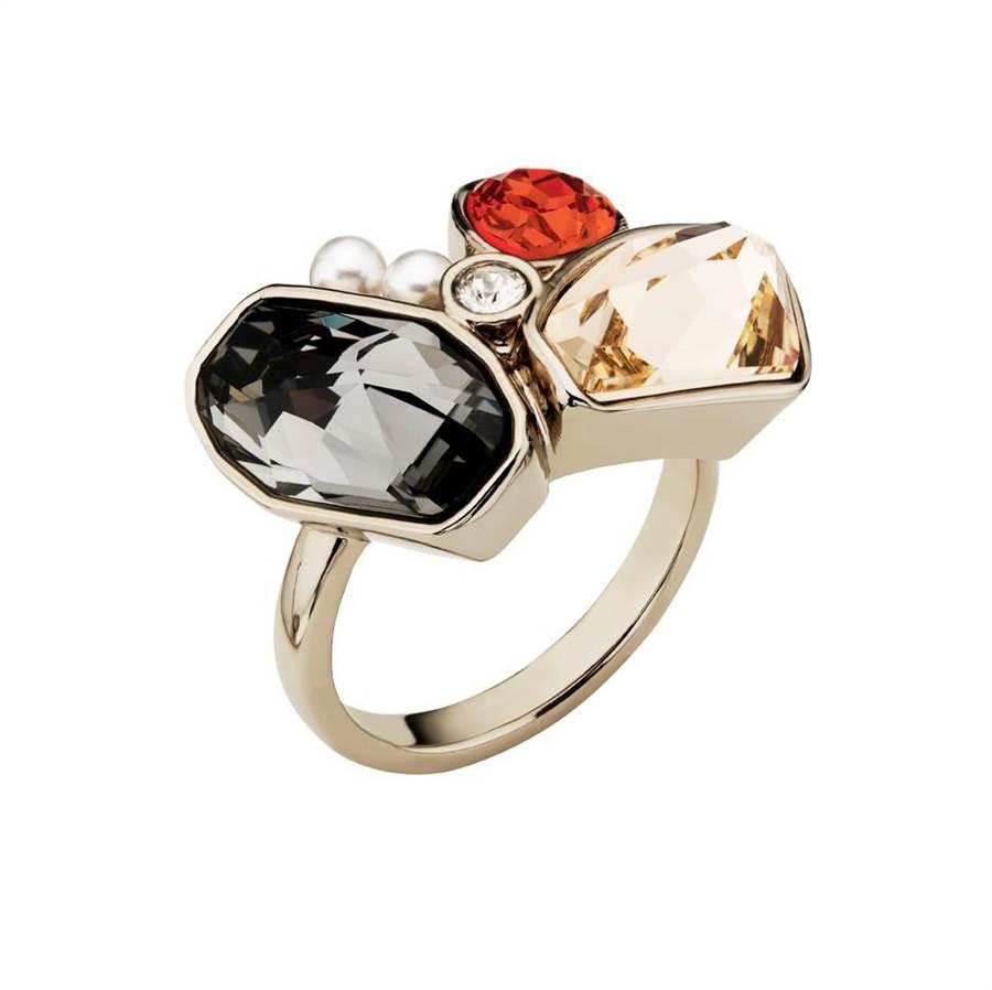 吳季剛為Atelier Swarovski設計的 Mosaic系列彩色水晶戒指,8900元。( Swarovski提供)