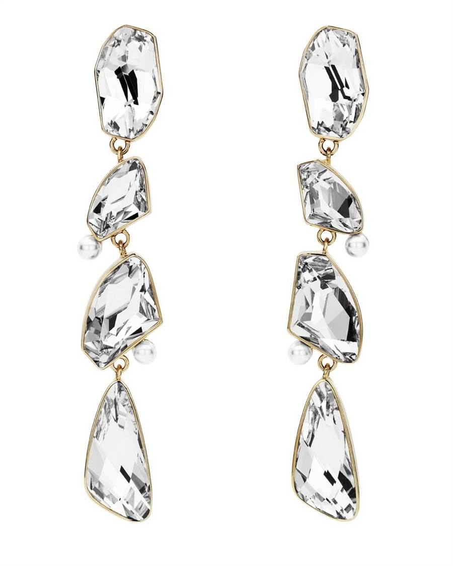 吳季剛為Atelier Swarovski設計的 Mosaic系列水晶耳環,1萬4900元。( Swarovski提供)