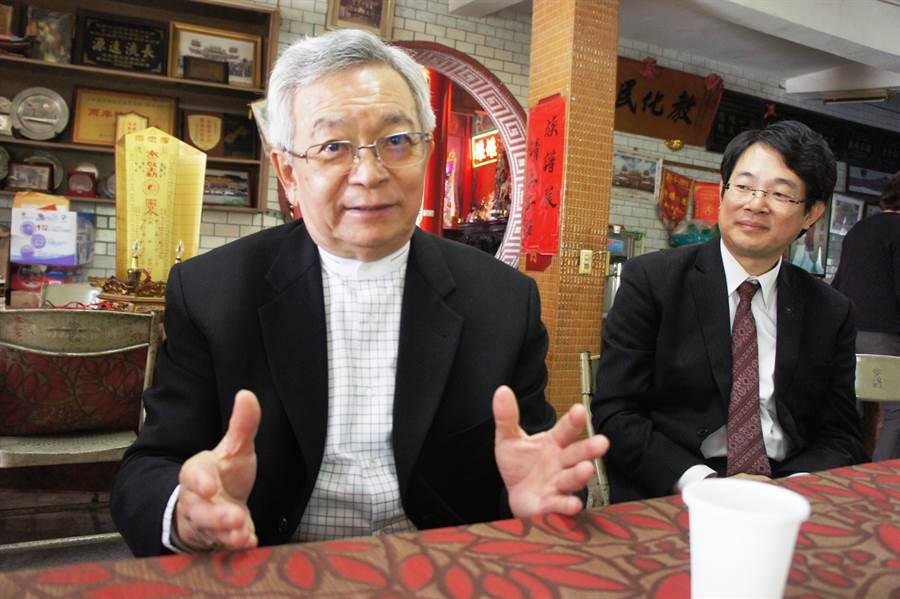 總統府國策顧問沈國榮(左)、役政署副署長沈哲芳都是斗南鎮沈氏的傑出子弟。(周麗蘭攝)