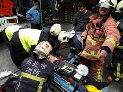 下水道工程水泥牆突坍塌 工人遭重壓命危