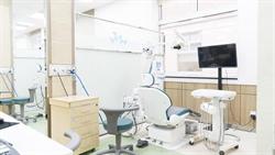 詐領百萬健保還雇用密醫 牙科診所負責人30萬交保