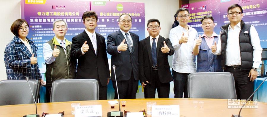 工業局呂正華局長(左四)主持記者會、邱明良科長(左三)說明CITD計畫創新作法,並與CPC林宏謀協理(左二)及業者代表分享執行成果。圖╱陳宗慶