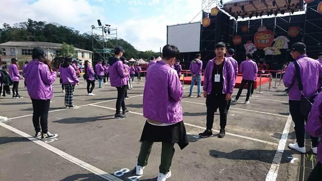景文科大師生動員300人到場參與祈福與支援,為活動添加暖暖人情味。(葉書宏翻攝)