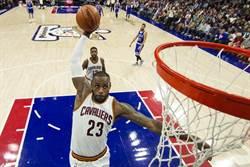 NBA》談史密斯與助教衝突 詹皇:跟我無關
