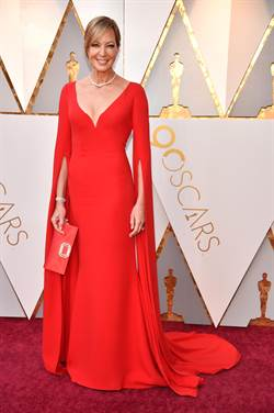奧斯卡紅毯不再黑壓壓 女星時尚大反撲穿亮色