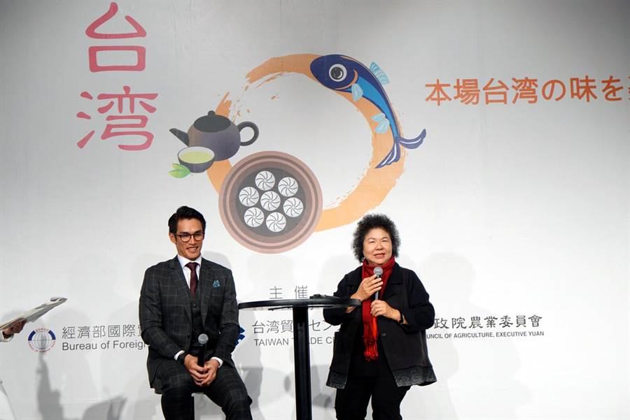 2018東京國際食品展,高雄市長陳菊與旅日棒球選手陽岱鋼,一起推薦高雄農漁特產食品。(農業局提供)