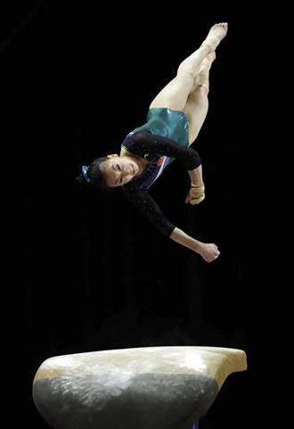 影》好痛!體操女將比賽中跌斷大腿