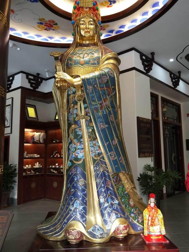 高達4米1、景泰藍打造的媽祖。(金騰提供)