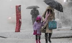 風暴侵襲美國東北部  罕見「雷打雪」釀一死