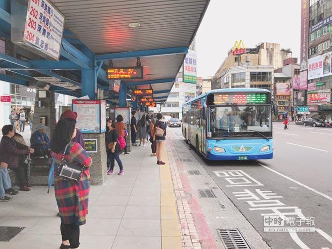 基隆市政府新闢中正區往台北快捷公車路線,交通部公路總局將進行審議,若順利通過,將成為基隆市第3條快捷公車。(張穎齊攝)