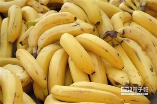 被問及民眾常吃的香蕉有哪2種,北農總經理吳音寧答得模糊。(中時資料照)