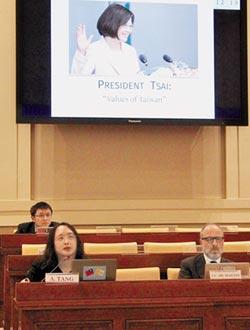 唐鳳赴梵蒂岡 暢談台灣民主價值