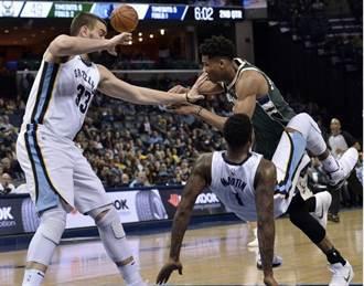 NBA》公鹿送灰熊18連敗 字母哥惡意犯規遭驅逐出場