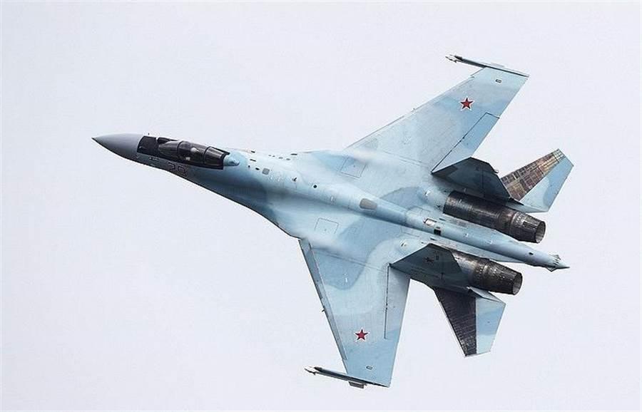 印尼向俄國購買11架Su-35,俄國說美國在這項軍購案下了各種限制,如今都已渡過。(圖/蘇霍伊)
