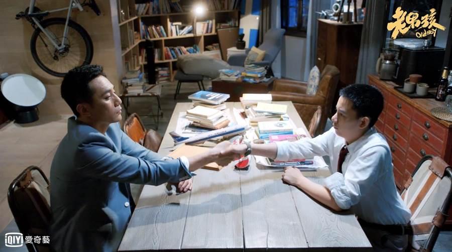劉燁(左)與胡先煦在《老男孩》飾演父子。(愛奇藝台灣站提供)