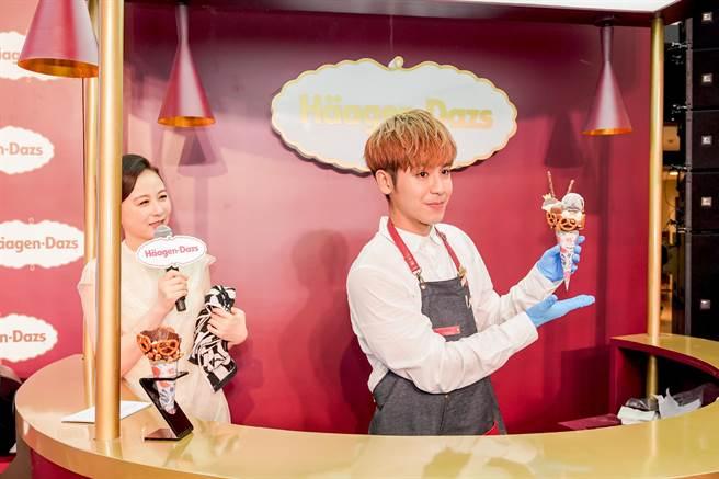 鼓鼓親手做冰淇淋。(相信提供)