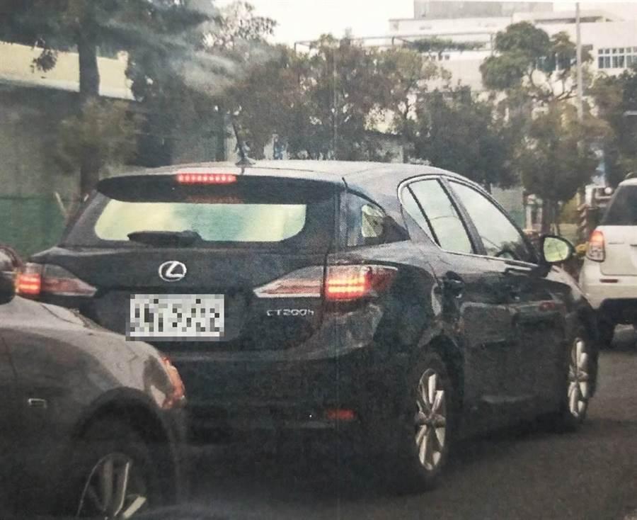 高雄巿養工處康姓分隊長2015年間換車,每期車貸由包商按月給付。(曹明正翻攝)