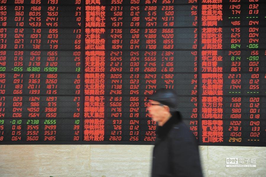 股民關注股市行情。(新華社資料照片)
