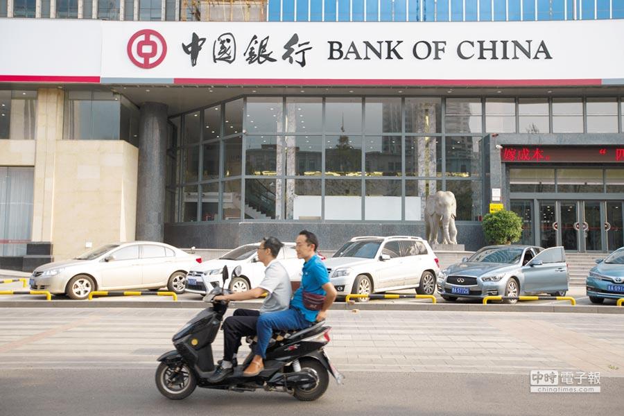 銀行資本考核壓力逐漸顯現。(中新社資料照片)