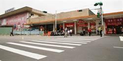 減緩港西街人車潮 基市府增設紅綠燈
