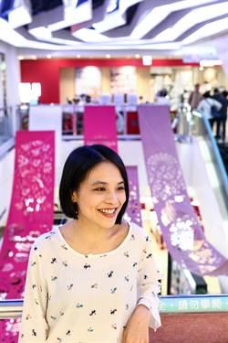 比漾廣場春上市 台北燈節藝術家成若涵紙雕「花舞春風」
