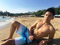 「胸狠殺手」Adam林冠宇墾丁拍網劇 被封「海灘發電肌」