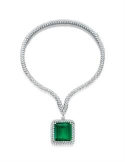 梵克雅寶144克拉祖母綠項鍊 拍賣會的美麗焦點