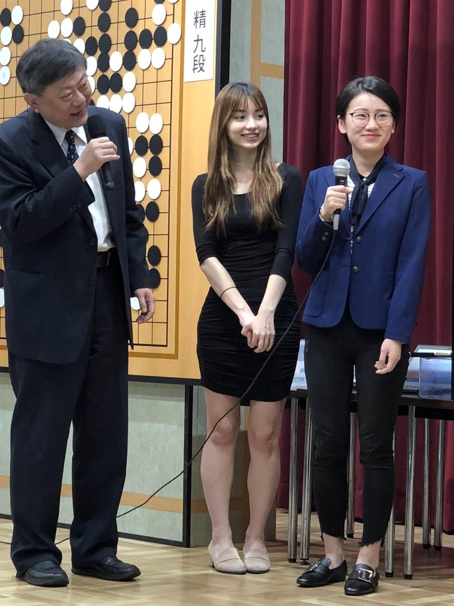 台灣棋士黑嘉嘉7段16日在東京日本棋院舉行的「扇興杯世界女子圍棋最強戰」決賽中輸給大陸強敵於之瑩,贏得亞軍。(黃菁菁攝)