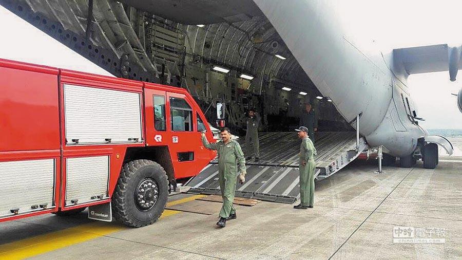 印軍C-17運輸機突降藏南,運載18噸物資。(取自印度空軍官方推特)
