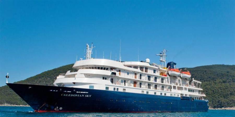 英國卡麗多莉郵輪(Noble Caledonia)17日帶領約100名歐美旅客抵達基隆港,並首度在台進行環島、跳島之旅。(交通部航港局提供)